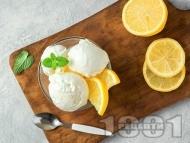 Домашен свеж лимонов сладолед със сметана, жълтъци и прясно мляко